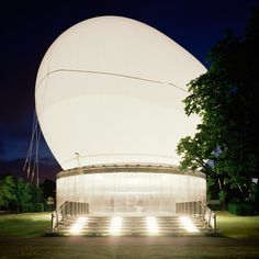 Rem Koolhaas' 2006 Serpentine Gallery pavilion was inflated like a balloon