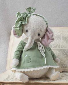 Доброе утро! Я очень люблю слоников ! И я счастлива,что этот слоник живет теперь у очень известного голландского мастера! #авторскаяигрушка #ooak #spring #тедди #теддимишка #теддимедведи #слон #vscorussia #art #artist #teddybear #teddybears #мишка #мишкатедди #мишкитедди #ярмаркамастеров #мастеркрафт #дети #интерьер #декор #игрушки #игрушка #artistbear #handmade #ручнаяработа #вышивка #cute #toy #toys #процессы #ooak