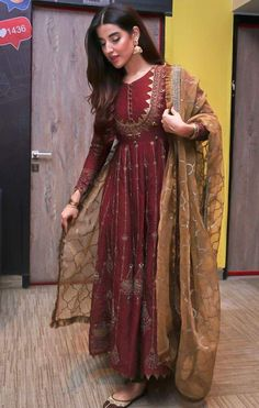 Stylish Actress Hareem Farooq Wardrobe by Pakistani Designers : we see Hareem Farooq wearing Zainab Chottani, Maria B dress, Sapphire and Sania Maskatiya outfit Simple Pakistani Dresses, Indian Gowns Dresses, Indian Fashion Dresses, Dress Indian Style, Pakistani Dress Design, Indian Designer Outfits, Pakistani Designers, Shadi Dresses, Frock Fashion