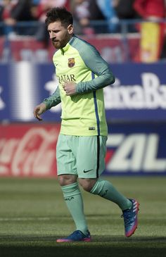 Barcelona's Argentinian forward Lionel Messi warms up before the Spanish league football match Club Atletico de Madrid vs FC Barcelona at the Vicente Calderon stadium in Madrid on February 26, 2017. / AFP / CURTO DE LA TORRE