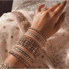 Antique Jewellery Designs, Fancy Jewellery, Indian Jewellery Design, Diamond Jewellery, Indian Jewelry Sets, Indian Wedding Jewelry, Indian Bridal, Indian Bangles, Indian Wedding Makeup