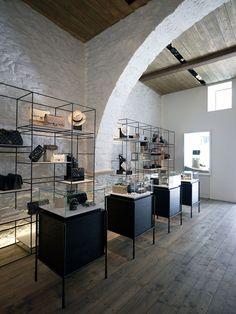 Linea Piu Boutique by Kois Associated Architects in Mykonos, Greece | Yatzer