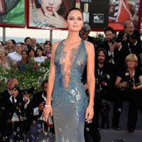 #Venecia2013 #starsisems #Ukrainian #actress #AnaSafroncik #lace #mermaid #line #lace #in