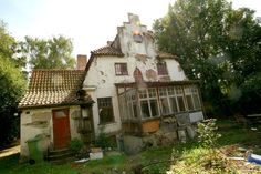 Övergivna platser. Abandoned Mansions, Abandoned Places, Art Nouveau, Arch, Cabin, House Styles, Home, Longbow, Haunted Castles