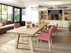 Landelijke eetkamer met een accent roze #landelijk #meubelenlarridon #interieur