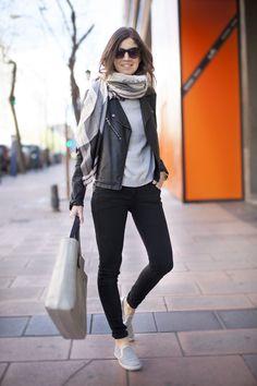 Un jersey con estrella. Street style outfits. Looks de street style. Fashion Blogger.