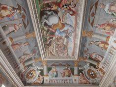 Palacio. Fresco de salon del primer piso. En las esquinas aparece el escudo del Marqués de Santa Cruz.