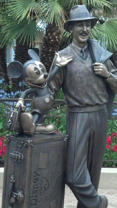 the new storytellers statue at disney california adventure <3