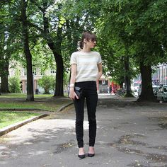 Ravelry: Top Tee / Topp 10 pattern by Anna & Heidi Pickles Jeans Style, Pickles, Tweed, Knitting Patterns, Knit Crochet, Capri Pants, Black Jeans, Silk, How To Make