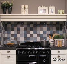 Tegels: Wand- en vloertegels van verschillend formaat en in verschillende kleuren. (Restpartijen?)