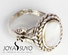 Sortija de plata con nácar blanco   S/. 90  www.joyasuyo.com