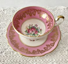 Porcelain Mugs, Fine Porcelain, Tea Rose Garden, Roses Garden, Tea Sets Vintage, Vintage Teacups, Pink Coffee Cups, Baroque Furniture, China Tea Cups