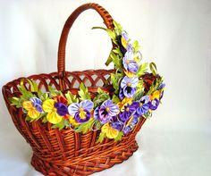 Flores decoración de flores regalo de Pascua por FairAnna en Etsy Cute Crafts, Diy And Crafts, Fabric Flowers, Paper Flowers, Decorated Gift Bags, Wedding Gift Wrapping, Ribbon Art, Flower Girl Basket, Pottery Designs