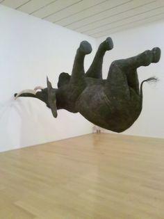 Daniel Firman - La matière grise - éléphant suspendu au Musée d'art contemporain à Lyon