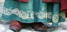 I'd like to see some documentation on embroidered hemlines. Seems to me the part of the dress most prone to wear-and-tear. Was embroidery possibly used to disguise repairs Viking Garb, Viking Reenactment, Viking Dress, Historical Costume, Historical Clothing, Norse Clothing, Medieval Embroidery, Larp, Nordic Vikings