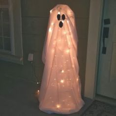 tomato cage ghosts, outdoor decor, Halloween