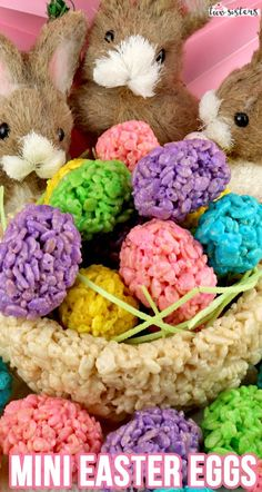 Mini Rice Krispie Easter Eggs – Yummy, colorful, bite-sized Easter Eggs made out of crunchy, marshmallow-y Rice Krispie Treats. This is a Easter dessert that is easy to make and. Easter Snacks, Easter Appetizers, Easter Candy, Easter Treats, Easter Recipes, Easter Eggs, Easter Food, Easter Desserts, Easter Dinner