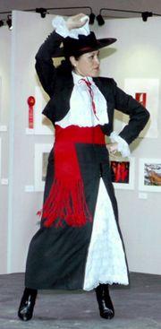 traje tipico mujer zona central chileno | ... de parque viste un traje llamado ropon consistente en un traje