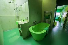 Design Hotel Badhu Utrecht (bath, tub, bathroom, design, decor, green, hotel, color, interior)