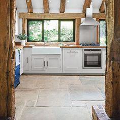 Küchen Küchenideen Küchengeräte Wohnideen Möbel Dekoration Decoration Living Idea Interiors home kitchen - Weiß Landhausküche mit Spüle Bauernhaus