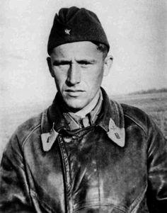 Летчик-истребитель 27-го истребительного авиаполка капитан Н.И. Пилюгин