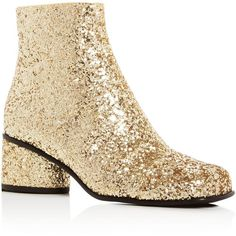 Marc Jacobs Camilla Glitter Ankle Booties (6.315 ARS) ❤ liked on Polyvore featuring shoes, boots, ankle booties, gold, mod boots, marc jacobs, gold boots, glitter boots and gold glitter booties