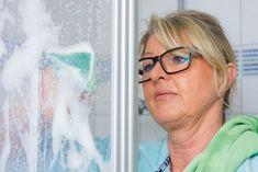 Wirksame Hausmittel und hilfreiche Tipps zum Kalk entfernen in der Dusche! Wie Sie hartnäckige Kalkbeläge weg bekommen und künftig vermeiden können.