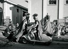 Oh! el cine es mentira. Así es como llegaban los centuriones romanos a los rodajes en Cineccittà.