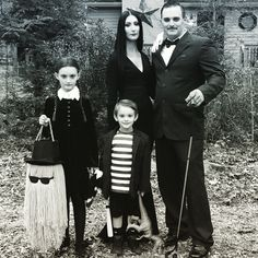 DIY Addams Family Halloween costume! Halloween Costumes Adams Family, Goth Halloween Costume, Amazing Halloween Costumes, Classy Halloween, Family Costumes, Kid Costumes, Toddler Costumes, Costume Ideas, Pugsley Addams Costume
