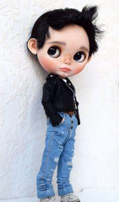 Blythe Dolls For Sale, Philtrum, Her Hair, Art Dolls, I Am Awesome, Carving, Disney Princess, Boys, Unique