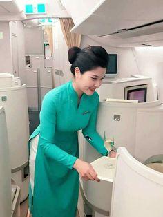 Vietnam Airlines, Office Uniform, Office Skirt, Cabin Crew, Cute Asian Girls, Beauty Full Girl, Flight Attendant, Ao Dai, Asian Beauty