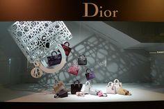 Vitrines Dior au Bon Marché - Paris, octobre 2010 Composition désordonné