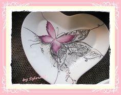 plat papillon pourpre de rose et dentelle importé
