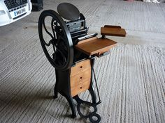 Letterpress - Golding Pearl 1 | Flickr - Photo Sharing! Printing Press, Letterpress Printing, Types Of Wood, Printer, Cool Photos, Book Binding, Pearls, Scorpion, Woody