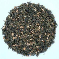 Thé vert Tchaï bio Mélange de thé vert Chun Mee, cannelle, gingembre, cardamome et clou de girofle. Il offre une tasse verte avec des notes épicées mais une faible teneur en théine. Cette boisson énergisante peut se déguster chaude ou froide tout au long de la journée.  Préparation : 3 cuillères à café pour 1l d'eau chaude  Temps d'infusion : de 2 à 3 minutes