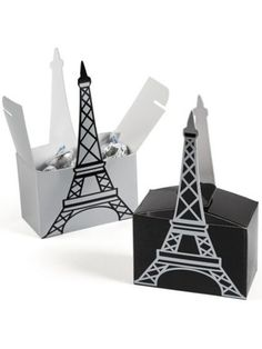 When attendees of your Parisian party have to go home, send them with some treats in these Paris Eiffel Tower Favor Boxes. Comes with 6 treat boxes. Paris Torre Eiffel, Paris Eiffel Tower, Eiffel Towers, Wedding Gift Boxes, Wedding Party Favors, Thema Paris, Eiffel Tower Centerpiece, Paris Theme Centerpieces, Table Decorations