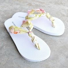 Hey, can you tie a knot?  Then you can make these Diy Flip Flops. Cute, comfortable, and so easy.