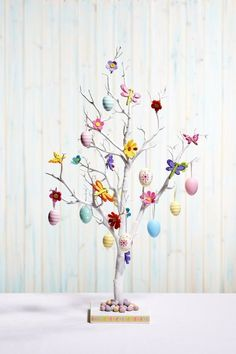 Celebrate the joy of this season along with nature with some adorable Easter tree decoration ideas. Don't Know How To Make An Easter Tree Browse 50 Beautiful Eater Decoration Ideas. Easter will marks the beginning of spring for many of us. White Twig Tree, Easter Tree Decorations, Centerpiece Decorations, Easter Decor, Diy Ostern, Wedding Venue Decorations, Deco Table, Easter Party, Easter Baskets