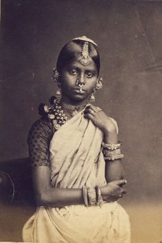 World of Ethno — India Vintage India, Girl Photos, Old Photos, Tamil Girls, Tribal People, Tribal Women, History Of India, Indian People, Folk