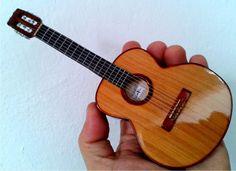 Guitarras miniatura de Paracho Michoacán, México.