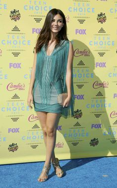 Victoria Justice – 2015 Teen Choice Awards in Los Angeles