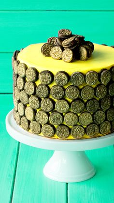 Wishes do come true with this chocolate cake, complete with golden Oreo coins. Bake My Cake, Eat Cake, Easy Desserts, Delicious Desserts, Banana Frosting, Soda Cake, Cake Recipes, Dessert Recipes, Mini Oreo