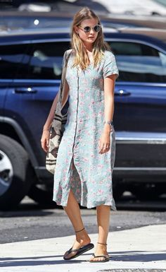 victorias-secret-angel-blue-vintage-midi-floral-dress- pretty sure this is the dress I had in the early But in yellow. Loved that dress. Lived in it. Behati Prinsloo, Floral Midi Dress, Spring Looks, Mode Inspiration, Maternity Fashion, Dress Outfits, Celebrity Style, Short Sleeve Dresses, Shirt Dress