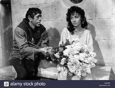 Download this stock image: ACK68345.jpg DER GLÖCKNER VON NOTRE-DAME Notre-Dame de Paris Italien/Frankreich 1956 Jean Delannoy Quasimodo (ANTHONY QUINN) liebt die Zigeunerin Esmeralda (GINA LOLLOBRIGIDA)  B37048 Film, Fernsehen, Drama, Literaturverfilmung, 50er ||rights=ED - GH9J8R from Alamy's library of millions of high resolution stock photos, illustrations and vectors.