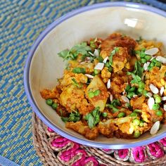 This easy, Indian inspired recipe for Slow Cooker Alu Gobi is perfect for meatless Mondays. Stir Fry Recipes, Slow Cooker Recipes, Crockpot Recipes, Healthy Recipes, Free Recipes, Unique Recipes, Indian Food Recipes, Ethnic Recipes, Indian Dishes