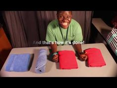 This video is a tutorial of several different techniques for folding towels and sheets. This tutorial demonstrates a towel tri-fold, a towel roll fold, a fla. Fold Bed Sheets, Folding Fitted Sheets, Organizar Closet, Living Room Turquoise, How To Fold Towels, Linen Cupboard, Clutter Organization, Organizing, Decorative Towels
