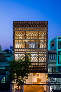 Besser blocks / breeze blocks retro concrete blocks Apartment in Binh Thanh, Ho Chi Minh, Vietnam by Sanuki Daisuke Architects Brick Architecture, Contemporary Architecture, Architecture Details, Architecture Drawings, Brick Facade, Facade House, Ho Chi Minh, Narrow House, Street House