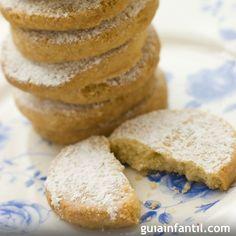 Receta para hacer polvorones caseros tradicionales. El polvorón es uno de los dulces más típicos de la Navidad. Te enseñamos a hacerlos de forma sencilla con esta receta.