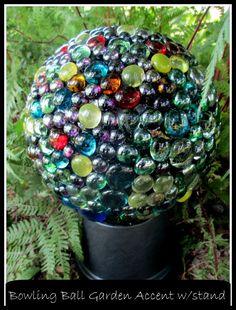 DIY Project ~ Bowling Ball Garden Accent   http://ourfairfieldhomeandgarden.com/diy-project-bowling-ball-garden-accent/