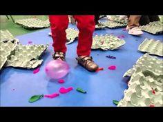 Cuando el espacio habitual se convierte en un lugar provocador, no hace falta decir nada, jugar , disfrutar ... ¡Es la mejor forma de habitarlo! Youtube, Ideas, Sensory Activities, Activities For Kids, Scenario Game, Balloons, Shapes, Space, Atelier